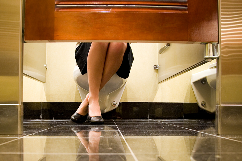 Quais cuidados ter ao usar banheiro público